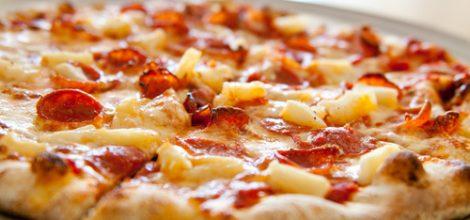 Pepperoni-Pineapple-pizza-24146386-500-332