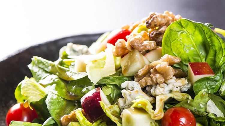 cevizli-elma-salatasi