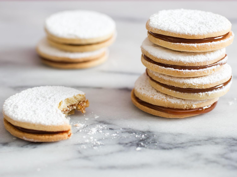20160329-alfajores-cookies-vicky-wasik-12-thumb-1500xauto-431348