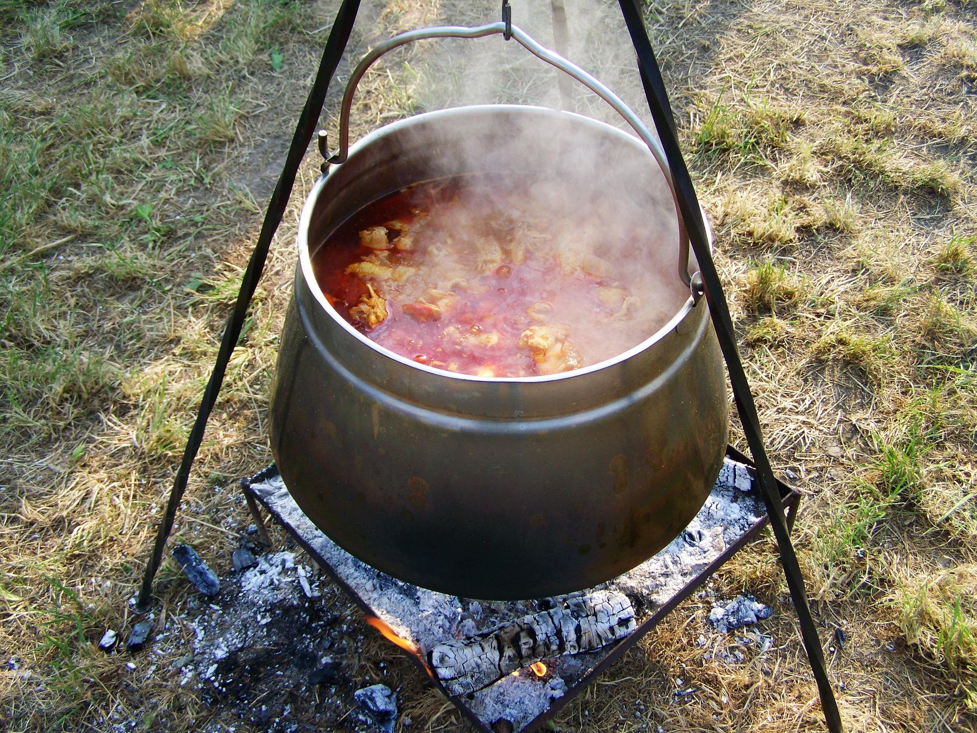 kettle-goulash-1645207_1920