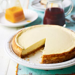 Curd-Cheesecake-With-Fruit-Sauce